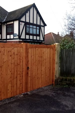 Redwood joinery driveway gates. 8×8 green oak posts
